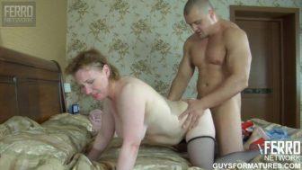 Rus sevgilisini odasında fena düzüyor