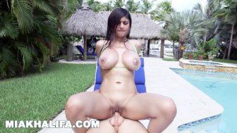 Arap kız havuzda yakalandı