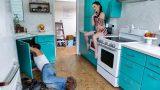 Tamirciyi Köşeye Sıkıştıran Yaramaz Ev Sahibi Yarağa Sarıldı